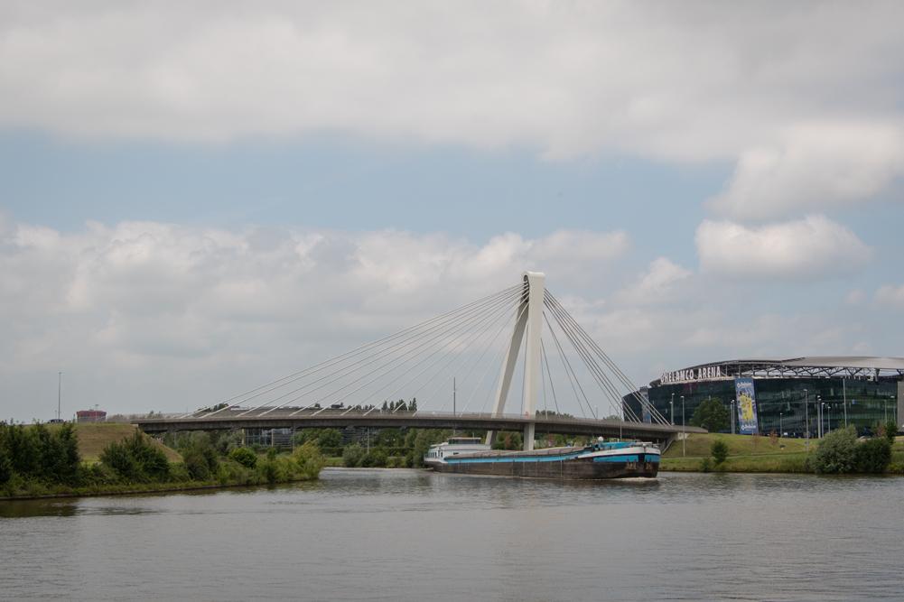 Ottergembrug over de Ringvaart in Gent - Aan de Ghelamco Arena.